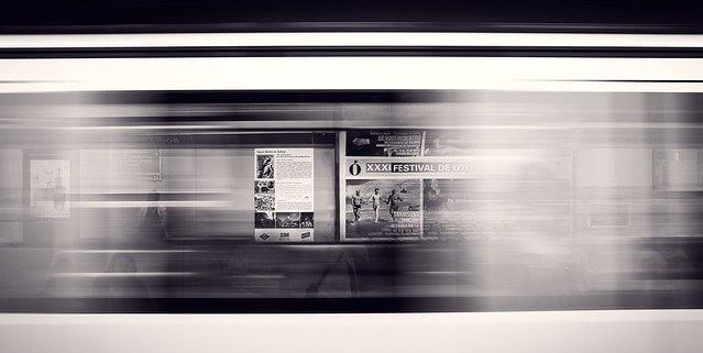 電車で移動中に見える広告